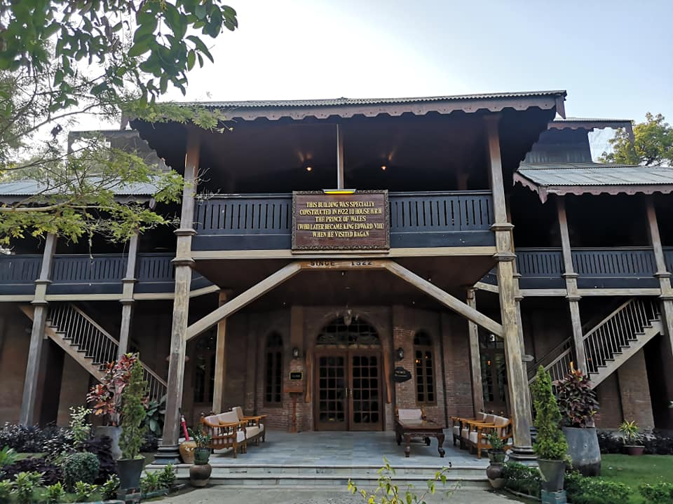 THIS BUILDING WAS SPECIALLY CONSTUCTED IN 1922 TO HOUSE H.R.M. THE PRINCE OF WALES (WHO LATER BECAME KING EDWARD) WHEN HE VISITED BAGAN อาคารหลังนี้ตั้งอยู่บริเวณภายในโรงแรม