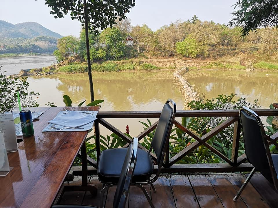 ร้านอาหารริมแม่น้ำโขง