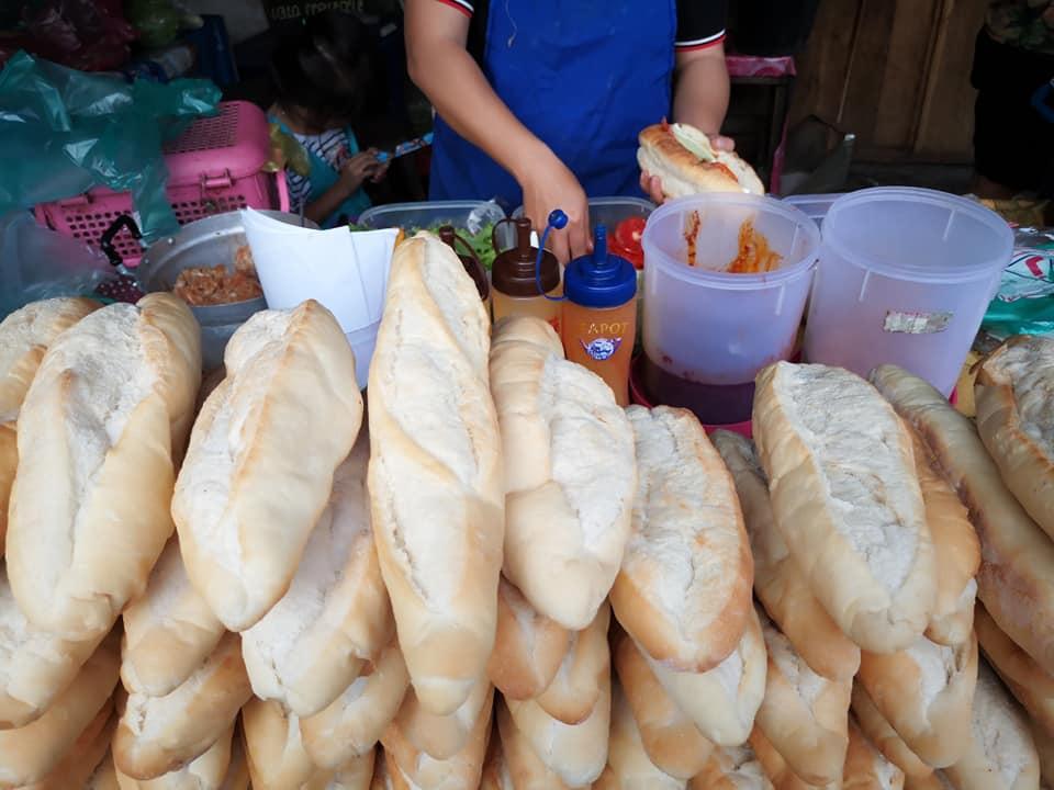 ขนมปังหลวงพระบาง หรือ แซนด์วิชคนลาว