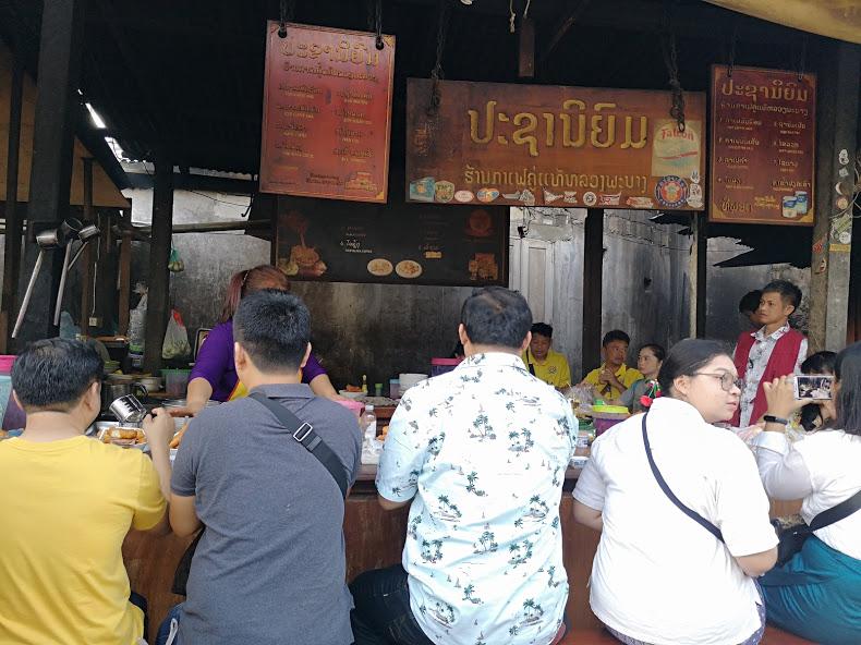 ร้านนี้เป็นที่นิยมในหมู่นักท่องเที่ยวคนไทย