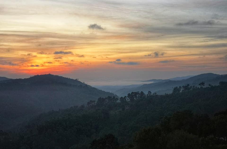 ชมวิวพระอาทิตย์ขึ้นยามเช้าจากห้องพัก