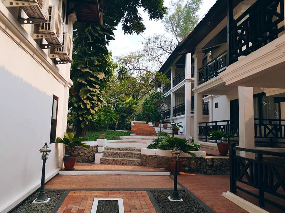 อาคารห้องพักภายในโรงแรม