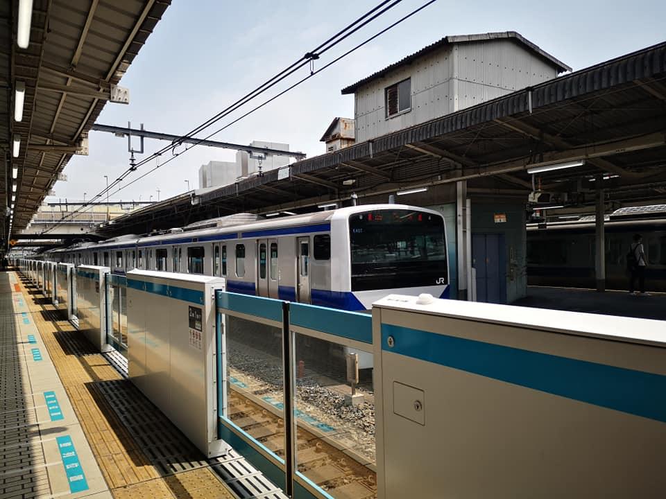 ชานชาลารถไฟฟ้าที่ญี่ปุ่น