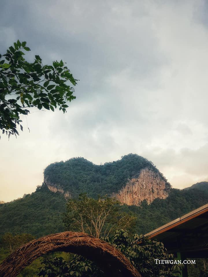 ภูเขารูปหัวใจหรือภูเขาเทพพิทักษ์