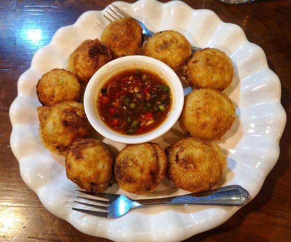 อาหารพม่า  หน้าตาคล้ายขนมครกไทย