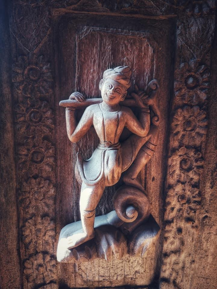 ศิลปะการแกะสลักอันวิจิตงดงาม รอบๆอาคารวัดชเวนันดอร์ (Shwenandaw Monastery)