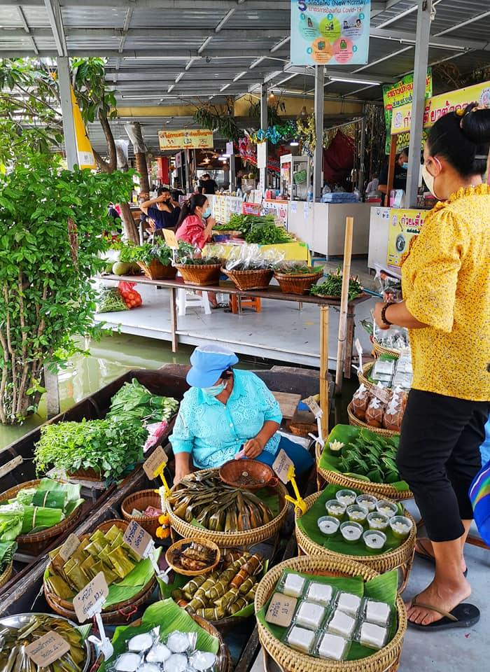 ขนมไทยโบราณก็หากินได้ที่ตลาดน้ำคลองลัดมะยม