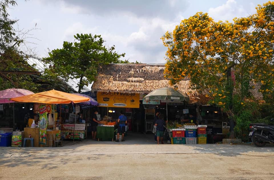 ด้านหน้าตลาดน้ำคลองลัดมะยม (Ladmayom Floating Market)